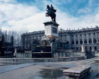 マドリッド/王宮とフェリペ四世騎馬像(フリータイム)