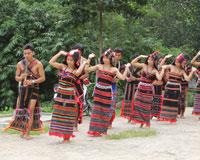 カトゥ族/歓迎のヤヤダンス(イメージ)